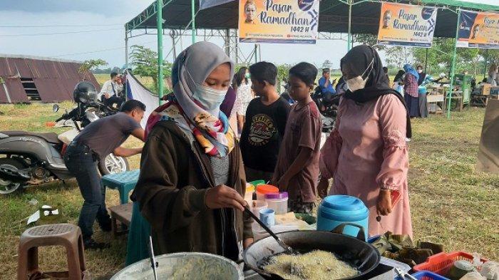 Bingung Cari Takjil? Yuk, ke Pasar Ramadan di Megawon Kudus. Ada Beragam Makanan Berbuka Puasa