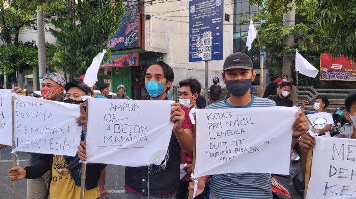 Sepanjang Jalan Ahmad Yani Kota Tegal Dipenuhi Bendera Putih, Pedagang Minta Pemerintah Beri Solusi