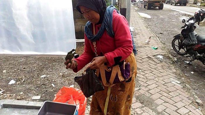Nenek Penjual Sate di Dieng Ini Tunggui Pembeli Makan Meski Sudah Dibayar, Alasannya Bikin Tertegun