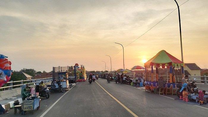 Belum Diresmikan, Jalan Lingkar Brebes-Tegal Mulai Dipadati PKL dan Anak Nongkrong