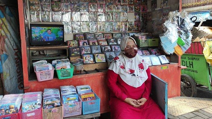 Senjakala Pedagang VCD di Kebondalem Purwokerto, Bertahan di Tengah Gempuran Aplikasi di Gadget