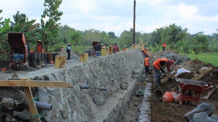 Warga Jatilawang Banyumas Senang, Pembangunan Jembatan Gantung Kalitajum Mulai Dikerjakan