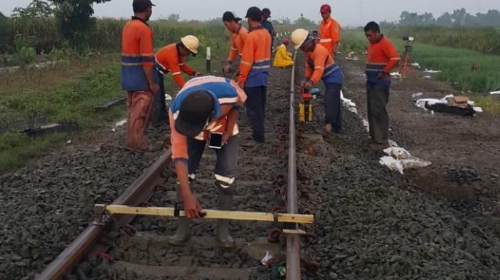 Jalur Kereta Arah Stasiun Brumbung Kebanjiran, Tiga Perjalanan Kereta Sempat Terhambat