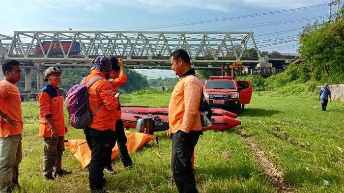 Terpeleset saat Cuci Kaki di Tepi Sungai Comal Pemalang, Seorang Pelajar Hilang Tenggelam