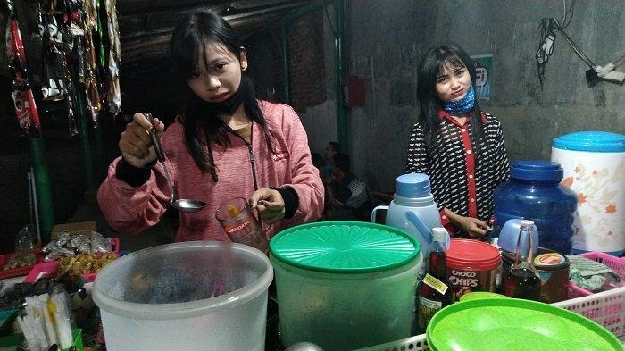 Angkringan Pakai Jasa Pelayan Cantik Sedang Tren, Terbukti Tingkatkan Omzet