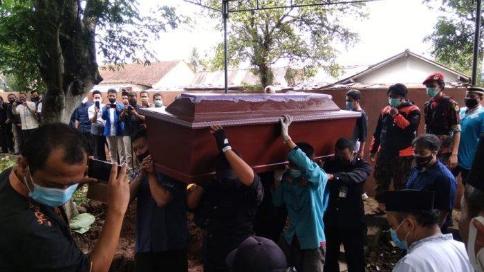 KABAR DUKA, Rektor UMP Sempat Berbuka Puasa Bersama Keluarga, Sebelum Berangkat ke Semarang