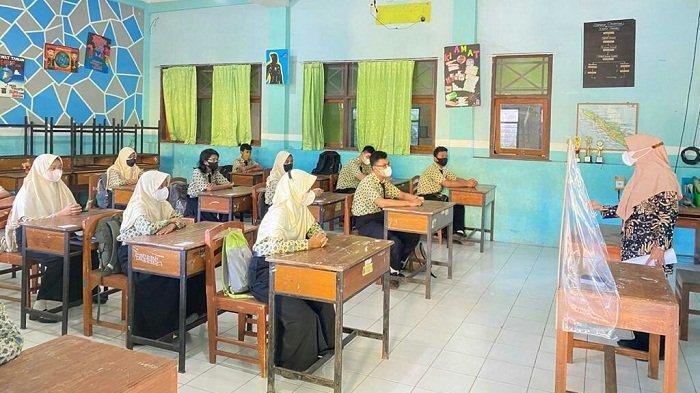 Sekolah Tatap Muka di Kabupaten Tegal Mulai Digelar, Begini Suasana Hari Pertama di SMPN 1 Slawi