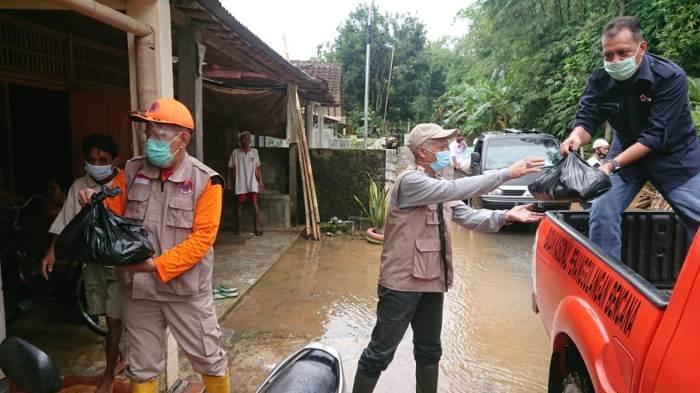 Banjir Luapan Sungai Klawing Masih Merendam 2 Desa, BPBD Purbalingga Kirim 100 Paket Sembako