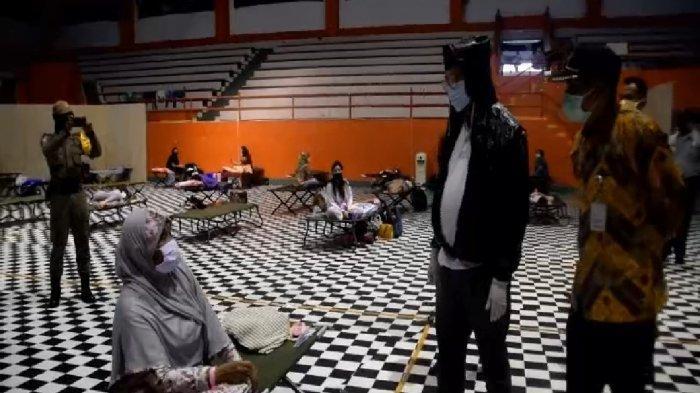Banyak Perantau Lolos Mudik, Penghuni GOR Satria Purwokerto Membludak, 207 Orang Dikarantina Massal