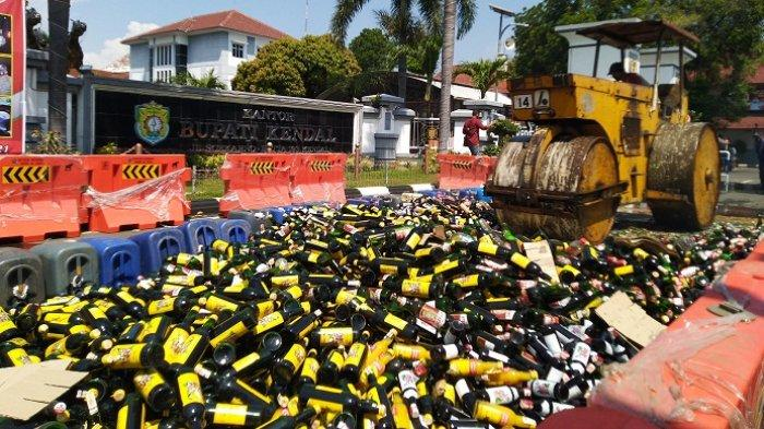 Pemkab Kendal Musnahkan Hampir 10 Ribu Botol Miras, Hasil Razia dari Pedagang dan Peminum