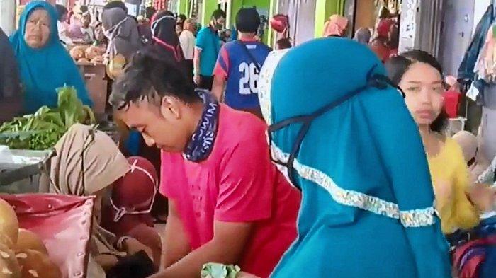 Jelang Jateng di Rumah Saja, Warga Serbu Pasar Banjardowo Pemalang: Borong Sembako Tanpa Jaga Jarak