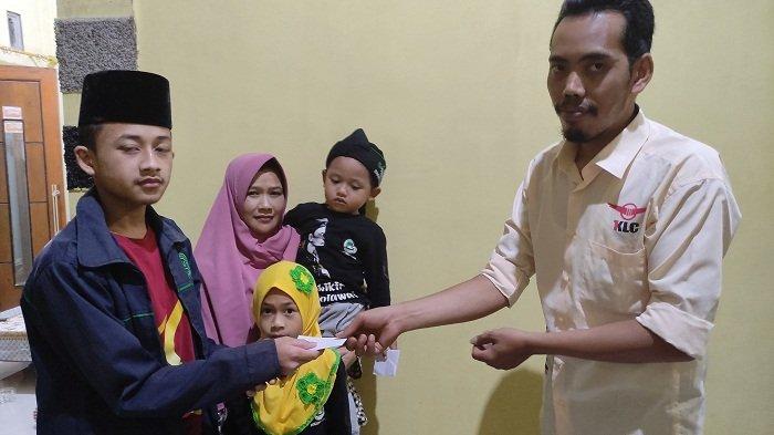 Tetap Beramal meski Bisnis Lesu, Pedagang Nasi Goreng di Prendengan Banjarnegara Santuni Anak Yatim