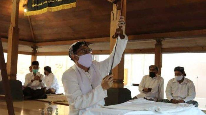Mengintip Penjamasan Pusaka Sunan Kudus di Masa Pandemi, Ada Keris Luk Sembilan Kiai Cinthaka