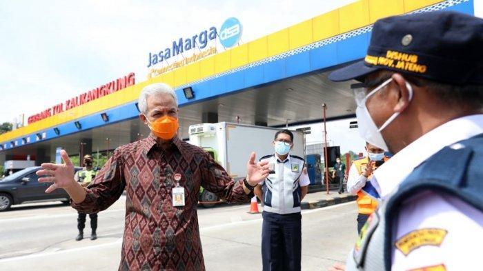 Gubernur Ganjar Pranowo Sambangi GT Kalikangkung Semarang, Cek Kesiapan Pemberlakuan Larangan Mudik
