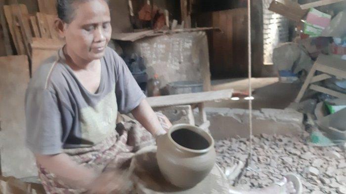 Melihat Pembuatan Gerabah di Mayong Jepara, Gunakan Papan dan Tali Kalar saat Proses Pembubutan