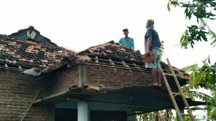 11 Rumah di Gulang Kudus Rusak Diterjang Lesus, Mayoritas Bagian Atap