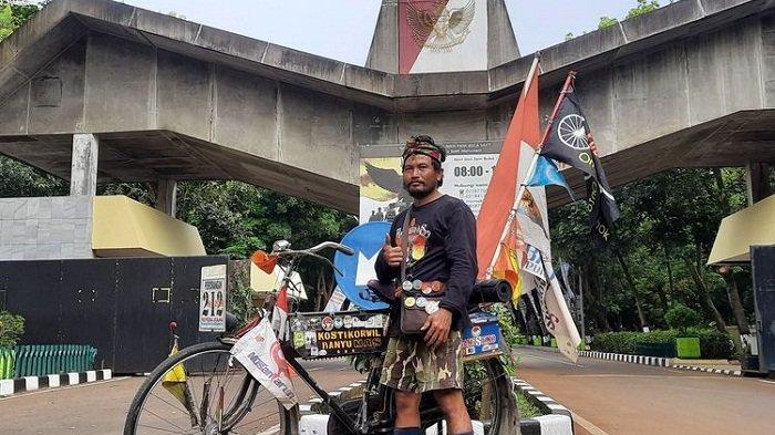 Peringati Hari Kesaktian Pancasila, Iwan Gowes dari Purwokerto-Monumen Pancasila Sakti. Butuh 4 Hari