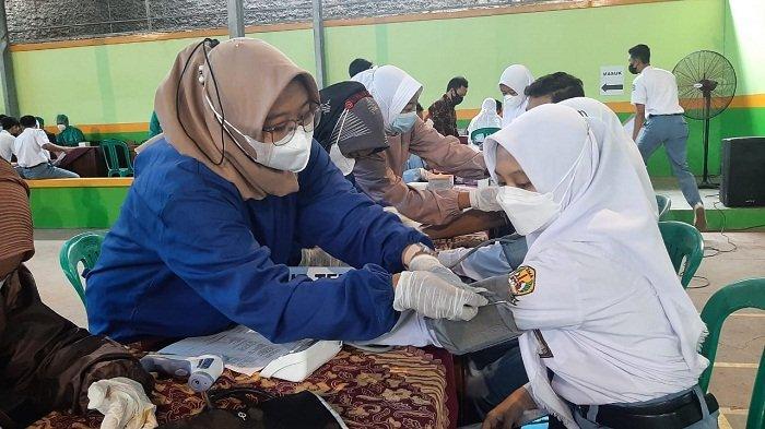 Dukung PTM, 900 Pelajar SMA Negeri 1 Purwareja Klampok Banjarnegara Terima Vaksin Covid