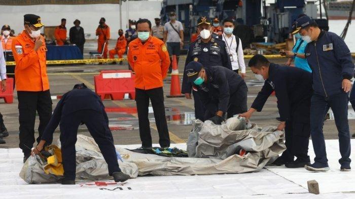 Tim Gabungan Temukan Serpihan Pesawat Sriwijaya Air SJ 182, Mulai Pecahan Ban Hingga Potongan Tubuh