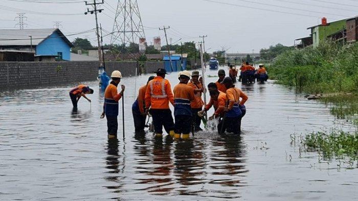 Rel antara Stasiun Semarang Tawang-Alastua Masih Kebanjiran, Jalur Kereta Lintas Utara Terganggu