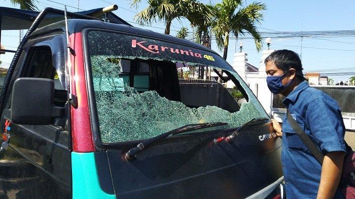Lagi, Teror Lemparan Benda Misterius sebabkan Kaca Mobil Pikap Pecah Terjadi di Kaliwungu Kendal