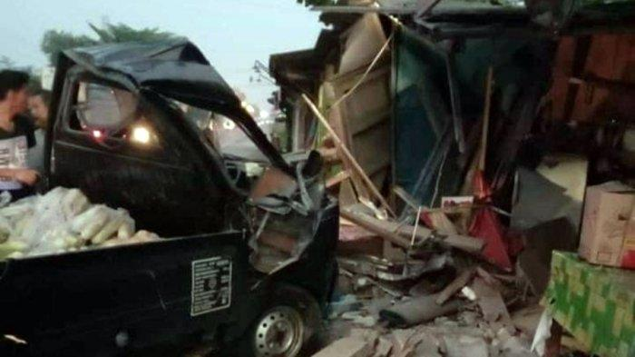 Warung Hancur Diseruduk Mobil Pikap, Terjadi di Purwareja Klampok Banjarnegara