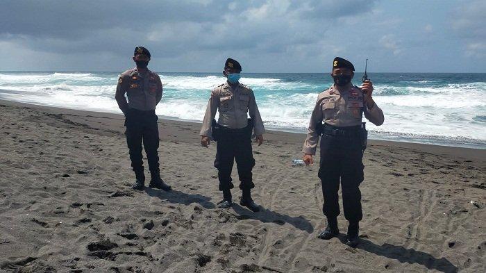 Ombak Laut Selatan di Kebumen Tinggi, Polisi Larang Wisatawan Mandi di Pantai
