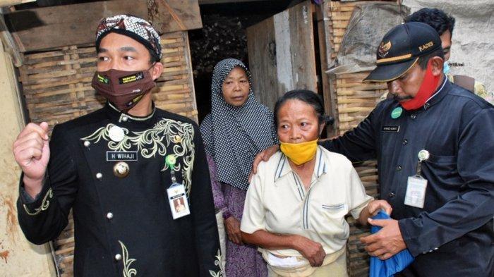 Ponem dan Turah Didatangi Bupati Batang, Wihaji Janji Beri Kelayakan Hidup Warga Desa Adinuso Itu