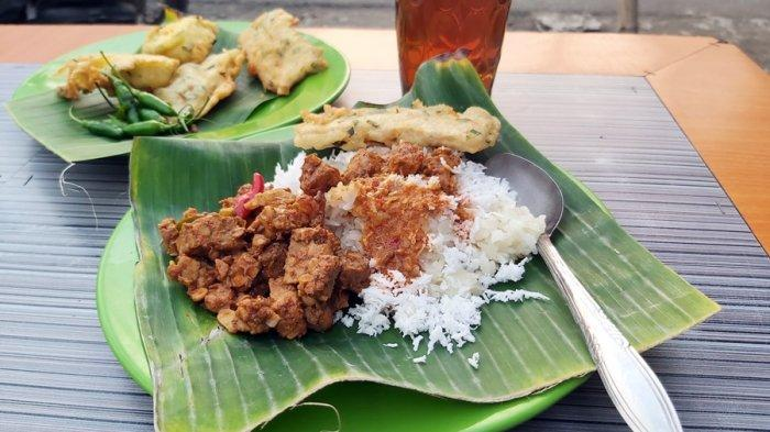 Waktunya Cicipi Varian Baru Kuliner Ponggol Khas Tegal, Ketan Jadi Pengganti Nasi di Warung Bu Ani