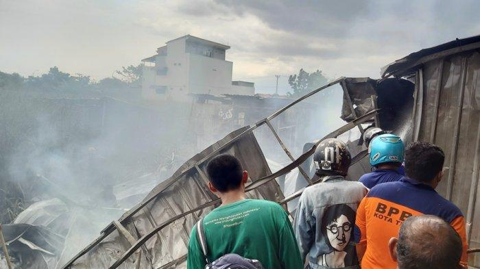 Asrama Ponpes Ibnu Sirin Kota Tegal Terbakar, Diduga Putung Rokok Dibuang di Padang Rumput Ilalang
