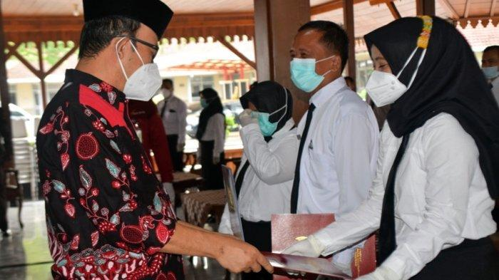 Lantik 231 Pegawai PPPK, Bupati Banyumas Berikan Tips Sehat di Masa Pandemi, Hirup Uap Air Panas