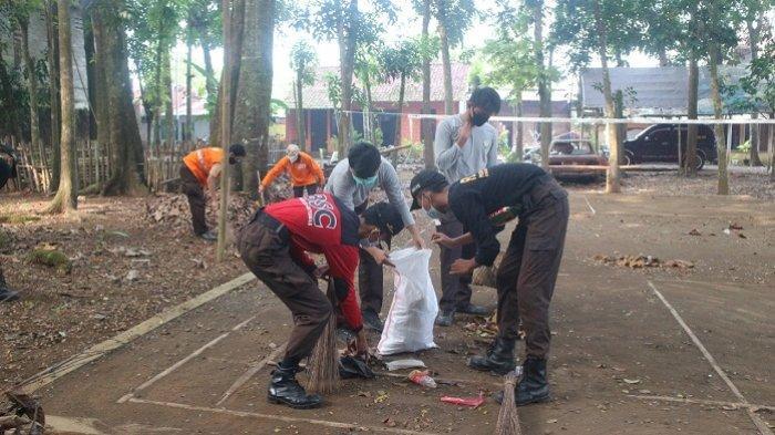 Bersih-bersih Taman Kota, Cara Pramuka Banyumas Peringati Hari Lingkungan Hidup Sedunia