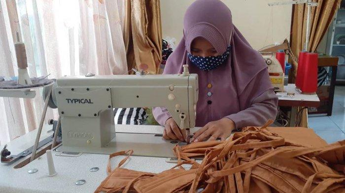 Di Purbalingga, Ina Farida dkk Koordinir Warga Jahit Masker, Dibagikan  Gratis ke Masyarakat - Halaman all - Tribun banyumas