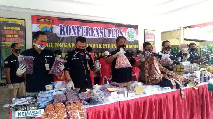 Gerebek Rumah Produksi Jamu Ilegal di Gentansari Cilacap, Dua Orang Digiring ke Polda Jateng