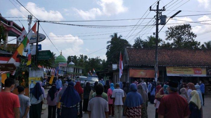 Detik-detik Proklamasi di Poncowarno Kebumen - Warga Sekitar Pasar Kompak Hentikan Aktivitas Sejenak