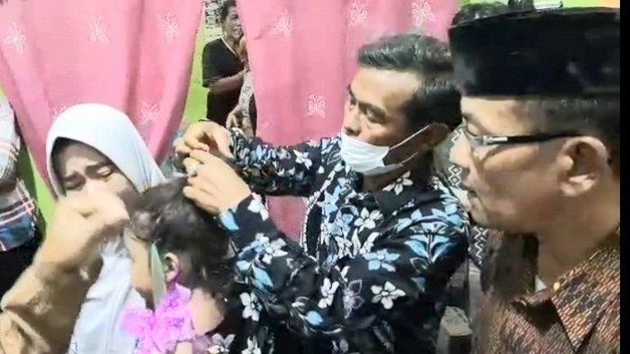 Gadis Cilik di Ajibarang Banyumas Jalani Ritual Potong Rambut Gimbal, Minta Mobil sebagai Syarat