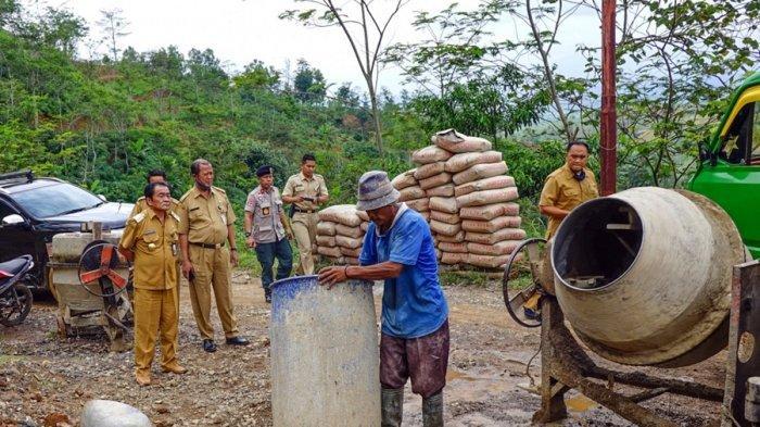 Bupati Banjarnegara Pastikan Semua Jalan di Desa Petir Bakal Mulus Tahun Depan