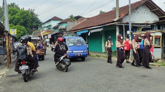 Tiap Sore Hari Seluruh Ruang Disemprot Disinfektan, Prokes SMPN 2 Punggelan Banjarnegara Selama PTM