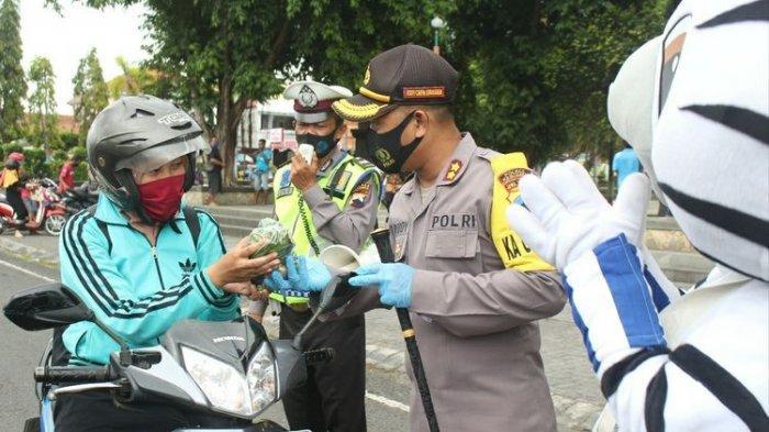 Pengendara Dapat Hadiah Sayur Gratis di Kebumen, Kapolres: Khusus yang Tertib Pakai Masker
