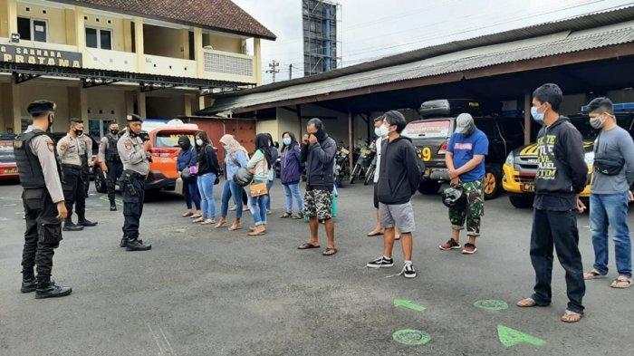 Sembilan Pasangan Seketika Panik Saat Polisi Datang, Bukan Pasutri Lagi Ngamar di Banjarnegara