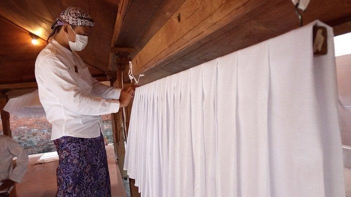 Kain Luwur Makam Sunan Kudus Mulai Diganti: Butuh 1.500 Meter Kain Mori, Dikerjakan 34 Relawan