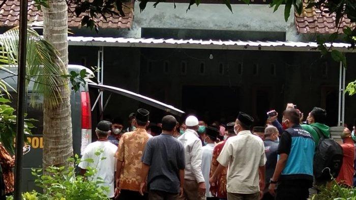 Jenazah Arifin Ilyas Disambut Isak Tangis di Kebumen, Korban Kecelakaan Pesawat Sriwijaya Air SJ-182