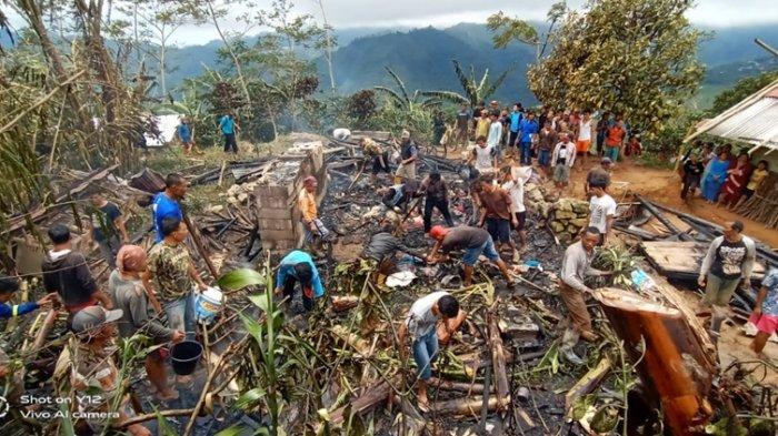 Rumah Tuheri Hanya Tersisa Puing Kayu Sisa Kebakaran, Dua Warga Lawen Banjarnegara Alami Luka Bakar
