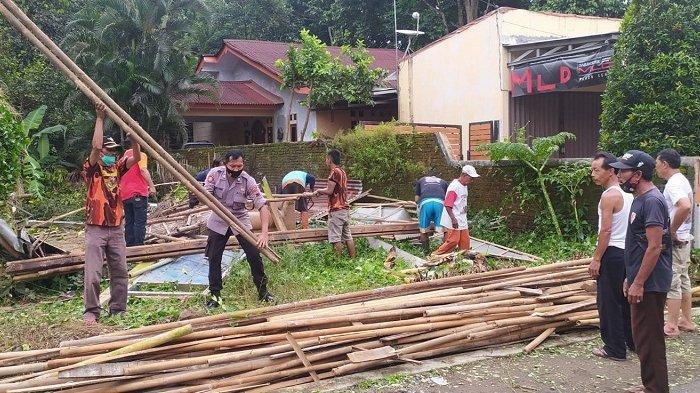 Tertimpa Pohon Tumbang, Rumah Warga Kutasari Purbalingga Rusak Parah hingga Terpaksa Dibongkar