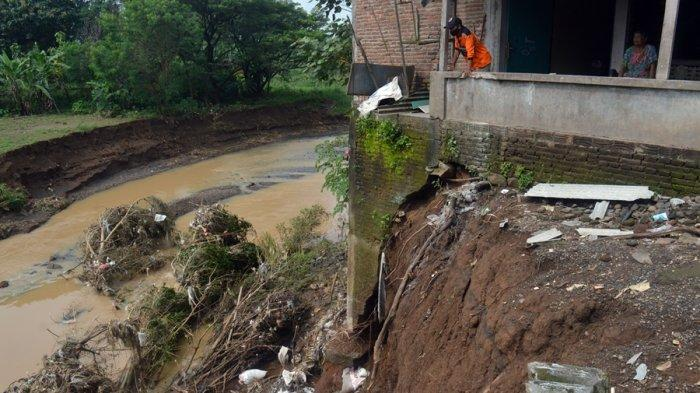 15 Jiwa Terpaksa Diungsikan, 3 Pondasi Rumah Warga Dusun Teken Karanganyar Tergerus Sungai Grompol