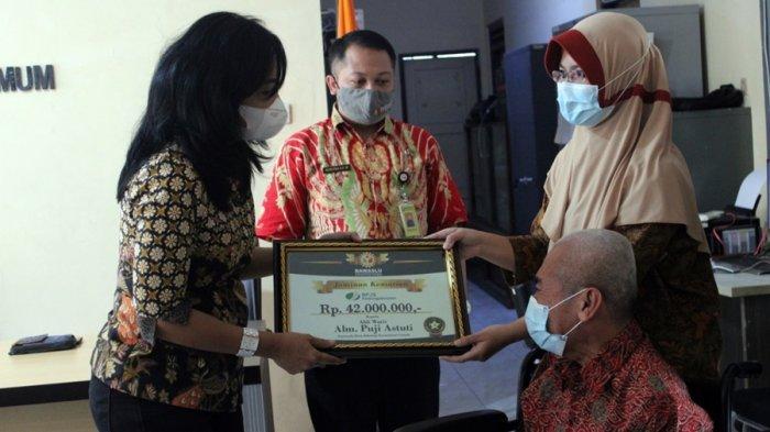 Anak Anggota Panwas Desa Johorejo Kendal Terima Santunan Rp 24 Juta, Evi: Buat Biaya Berobat Ayah