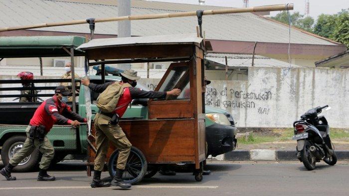 Berjualan di Daerah Larangan di Sekitar Pasar Simongan Kota Semarang, 73 PKL Ditertibkan