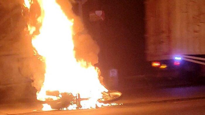 Motor Matic Hangus Terbakar di Pudakpayung Semarang, Api Diduga Muncul dari Busi