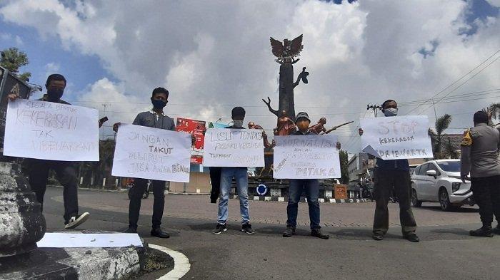 Gelar Aksi Solidaritas, Jurnalis Blora Minta Aparat Usut Kasus Kekerasan pada Wartawan Tempo Nurhadi