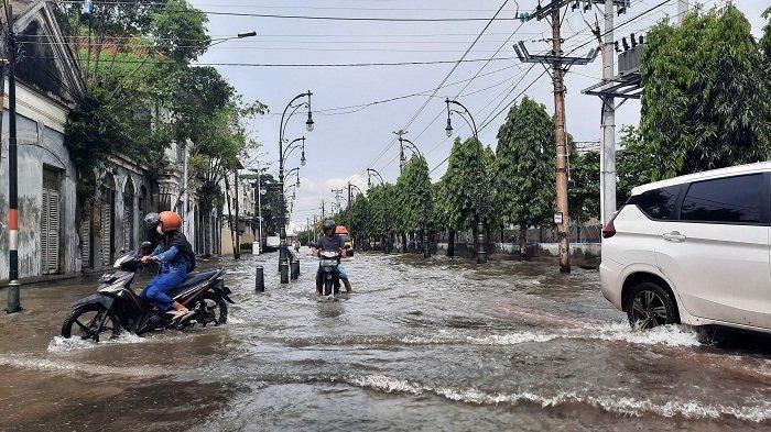 Banjir Kembali Genangi Kota Semarang, Stasiun Tawang hingga Kantor Gubernur Jateng Terendam Air